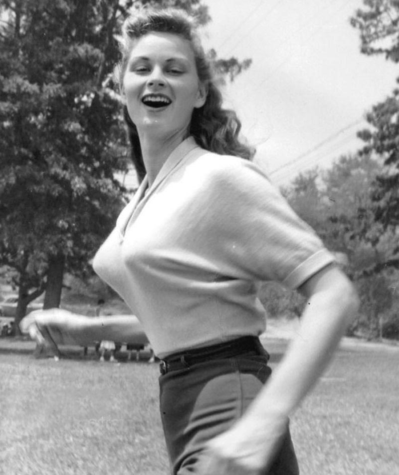 A história das Sweater Girls e os sutiãs-torpedo 23