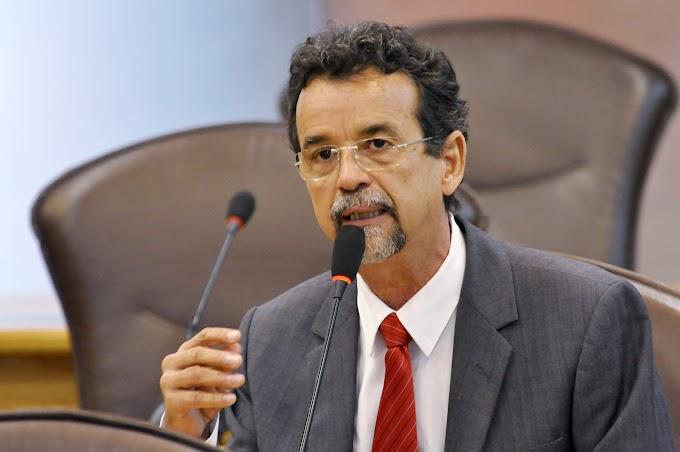 """Mineiro diz que a crise faz parte do roteiro """"do golpe"""""""