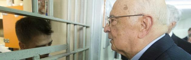 """Carceri, messaggio di Napolitano alle Camere: """"Servono amnistia e indulto"""""""