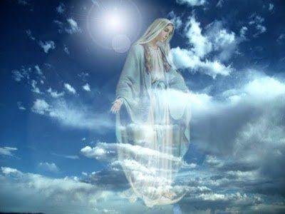 madre maria en cielo azul con las manos abiertas7 Madre Divina: Balance de sus Chakras y activación de su KA