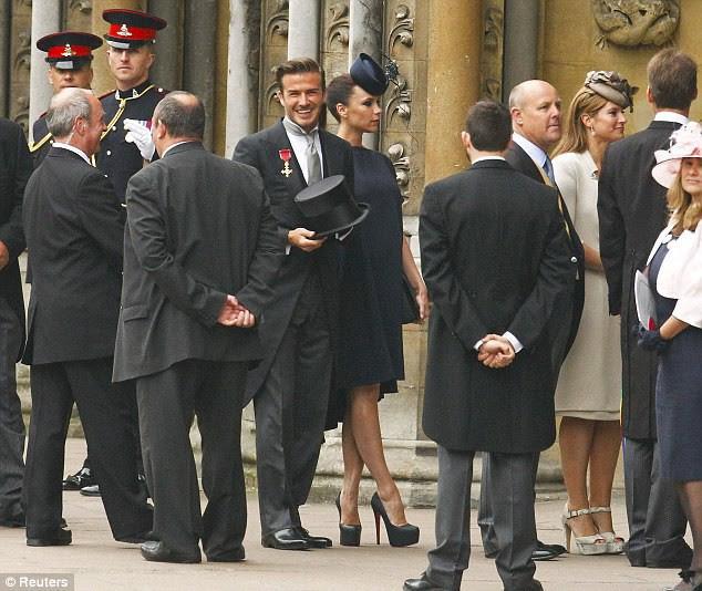 Mê cao gót nhưng Victoria Beckham lại khiến bàn chân trông thật khốn khổ khi phải tạo dáng căng - Ảnh 2.