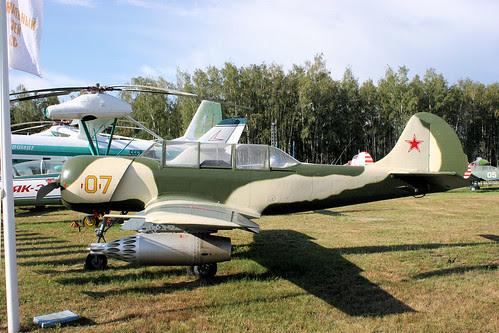 Yakovlev Yak-52B 07 yellow