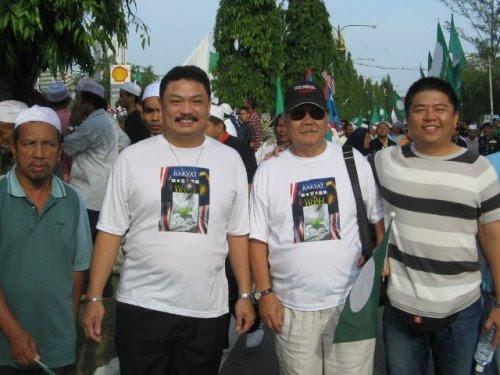 Penyokong PASdari Kaum cina yang turut mengiringi calon PAS