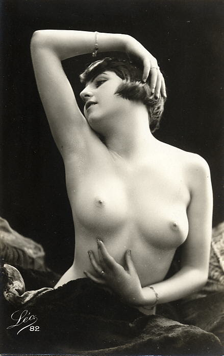 bobs-your-haircut:  (via boobsarecool)  (via bobs-your-haircut) Beautiful nude by Leo of Pradet. Another from the series here.