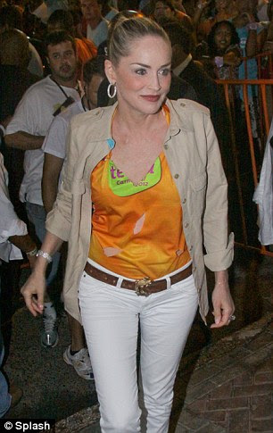 Tempo do partido: a atriz Sharon Stone E seguiu seus instintos básicos a tomar no Carnaval de Salvador do Brasil