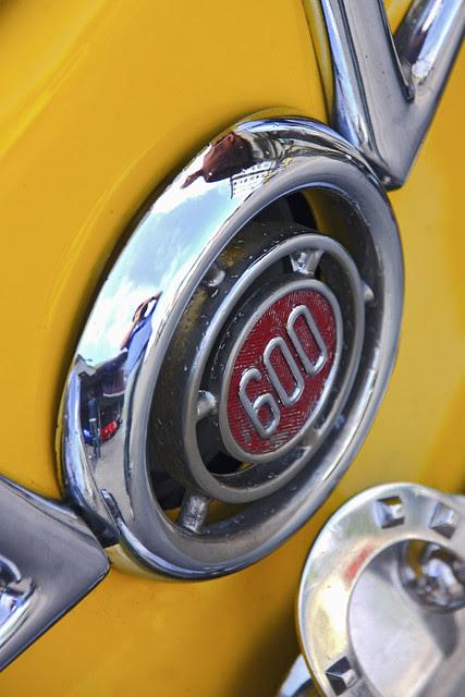 Seat 600 D. Sign