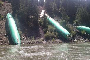 737 derail fuselages close