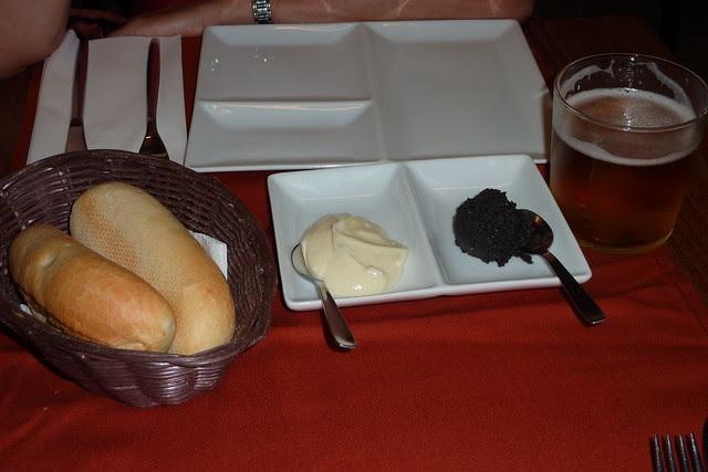Pan con allioli y olivada