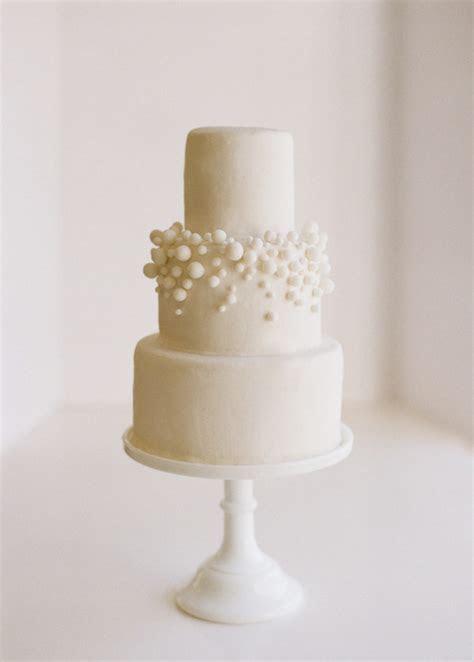 DIY $10 White Fondant Bubbly Wedding Cake   Once Wed