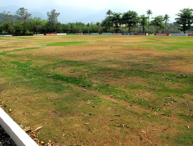 gramado do campo do Ninho do Urubu CT Flamengo (Foto: Richard Souza / Globoesporte.com)