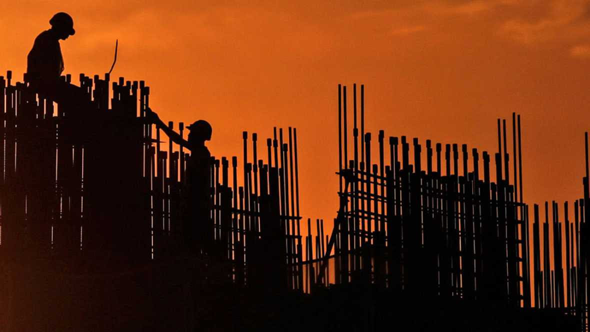 La actividad económica cerrará 2015 cinco décimas por debajo de lo esperado en junio por el Banco Mundial.