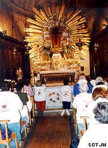 Adoración en capilla del milagro