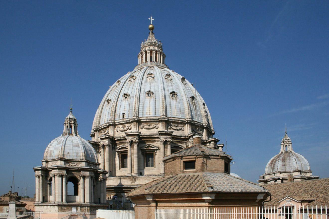 Le pape François baisse le salaire des membres de la Curie