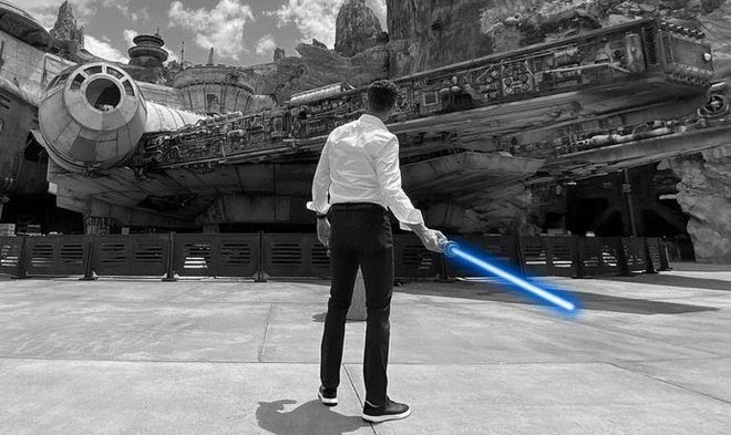 Как устроен «настоящий» световой меч джедаев, созданный инженерами Disney