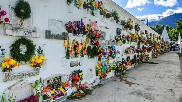 """La Iglesia recomienda la sepultura como la práctica """"más adecuada"""" (IStock)"""