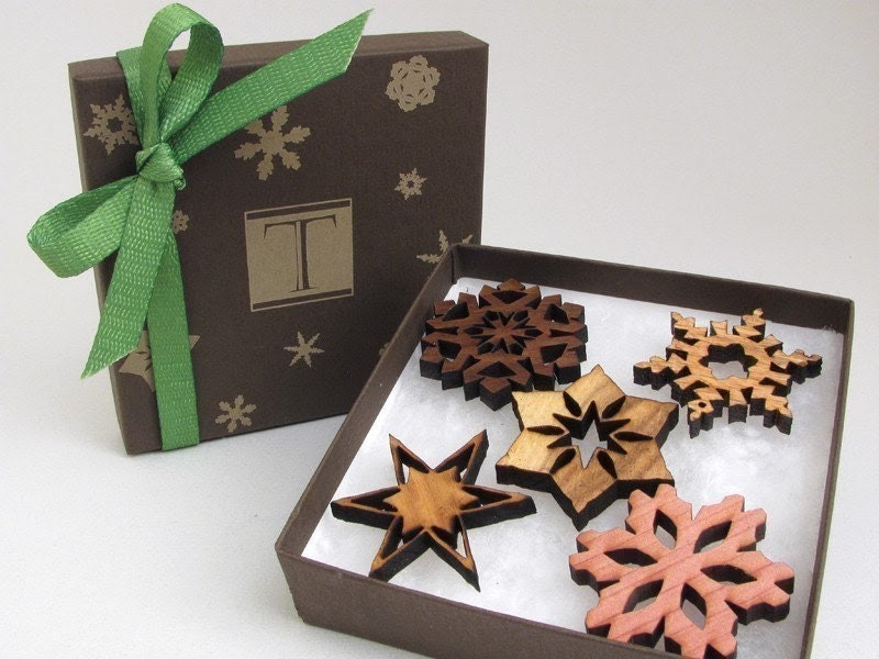 Mini Snowflake Wooden Ornament Set (5)