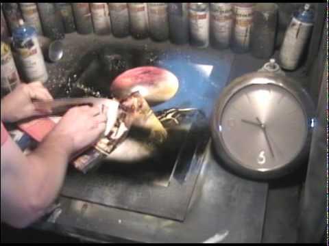 video que muestra a un pintor pintando con espray en 60 segundos