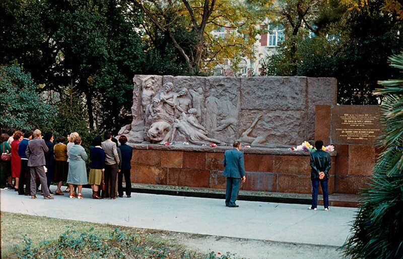Image result for бакинские комиссары памятник