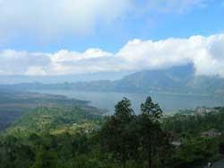 Pemandangan danau batur dari Kintamani Bali
