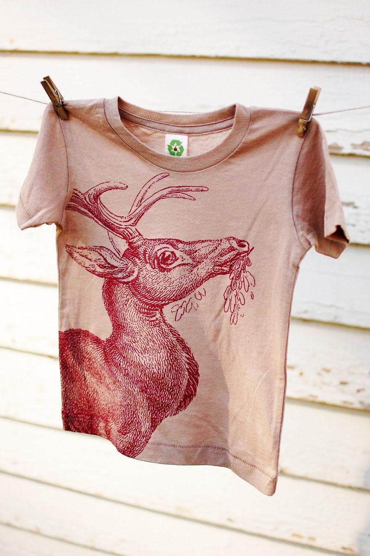 Organic sandstone t-shirt with burgundy deer Size 12-18 Months