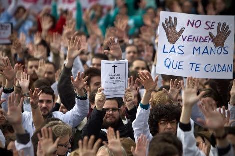 Protestas en el Hospital La Paz durante las jornadas de huelga.  Alberto Di Lolli