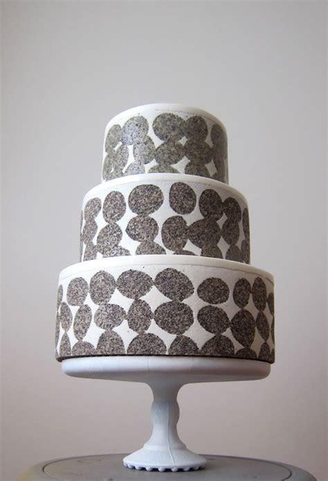 Modern Wedding Cakes by MRobin Cake Design   Junebug Weddings