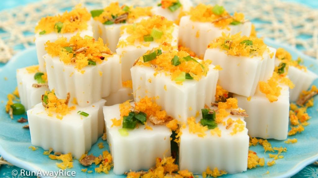 Steamed Coconut Rice Cake with Shrimp Flakes (Banh Duc Tom ...