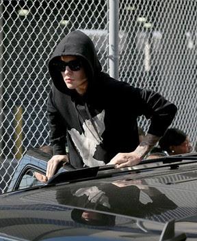 Justin Bieber deixa prisão (Foto: AFP / Agência)