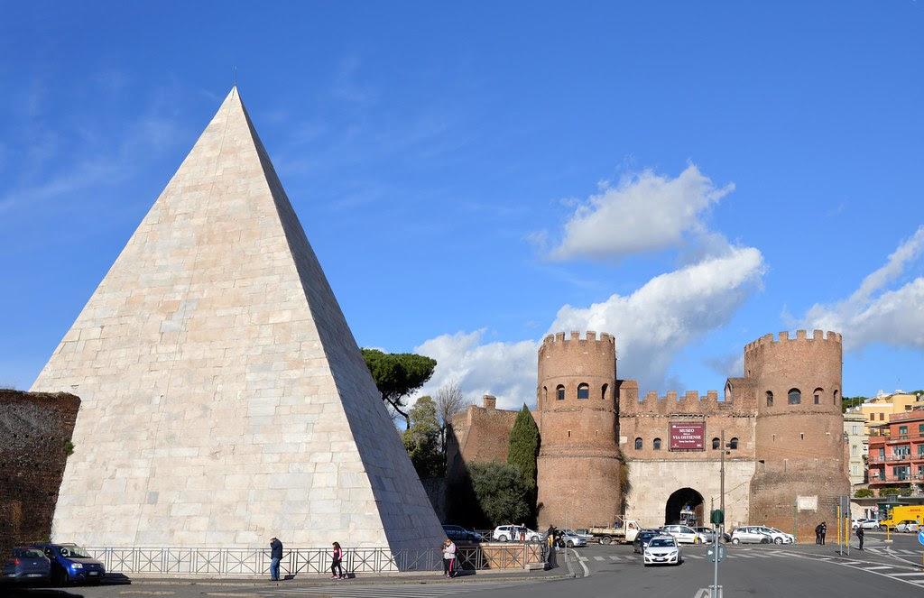 Piramide di Caio Cestio e Porta San Paolo