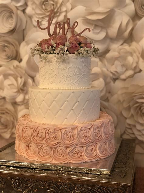 A Romantic Wedding at Heather?s Glen with Blush and Rose