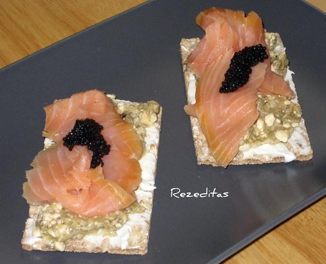 Caviar de berenjenas con salmón