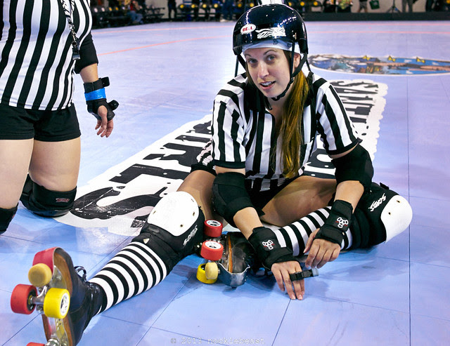 referees gotta stretch!