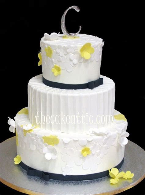 White and yellow flowers, pleated center tier with black
