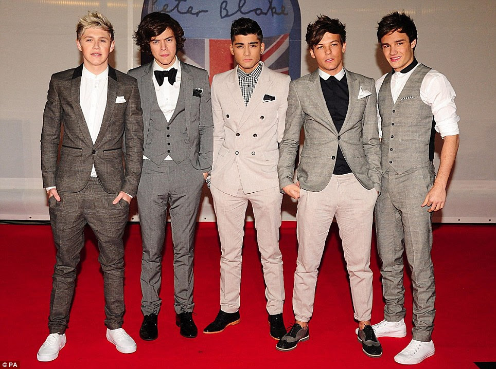Fazê-lo para os meninos: One Direction, a partir da esquerda, Niall Horan, Estilos de Harry, Zayn Malik, Louis Tomlinson e Liam Payne