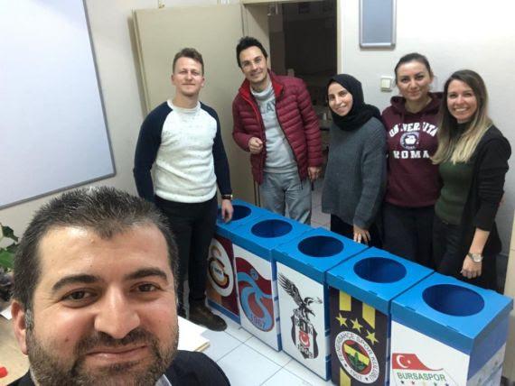 Geri Dönüşüm Kutularına Takım Amblemi Eğitim Bilişim Ağı