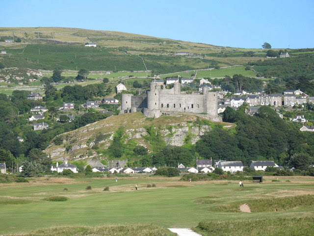 File:Harlech Castle - geograph.org.uk - 676139.jpg