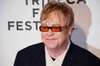Elton John afirma que Jesus Cristo apoiaria o casamento gay se estivesse vivo hoje
