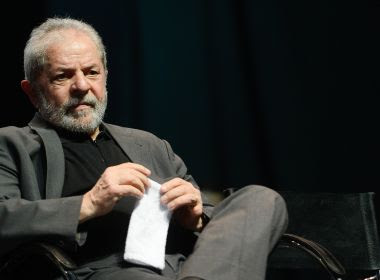Juiz federal proíbe Lula de sair do país e determina apreensão de passaporte