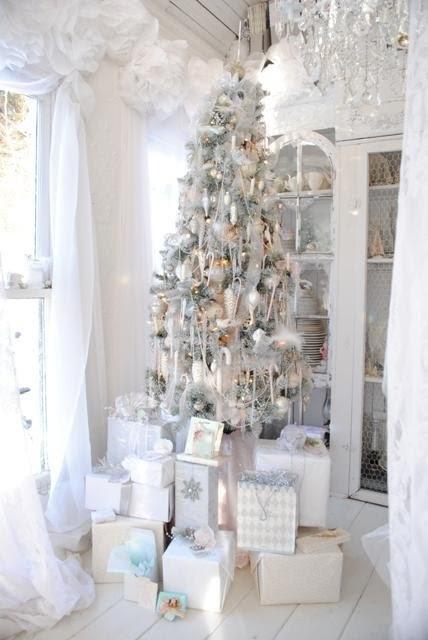 White And Silver Christmas Tree Theme.Christmas Tree Decorations White And Silver Decorating Ideas
