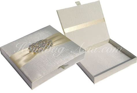 Wedding Invitation Box Design to hold invitation cards as