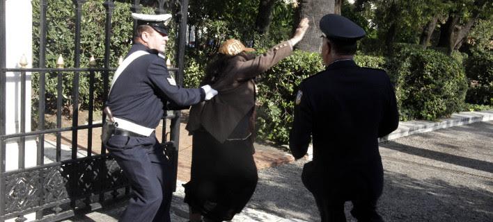 Η Ελένη Λουκά μπούκαρε στο προεδρικό Μέγαρο [εικόνες]