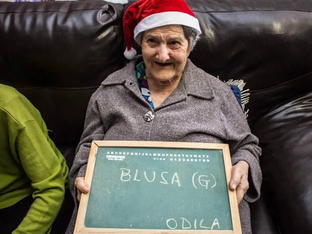 Odila ficou feliz com a visita e pediu uma blusa como presente (Foto: Leticia Luchesi/Arquivo Pessoal)