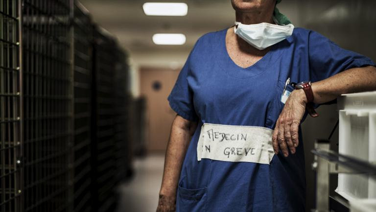 Un médecin en grève, , à l\'hôpital de Lyon (Rhône), le 26 septembre 2016.