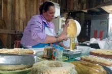 Dulceara Andrade ensinou receita que aprendeu com a mãe e a avó
