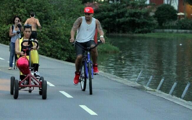 Já Naldo, mostrando uma intimidade bem maior com a bicicleta, continuou a dar suas pedaladas