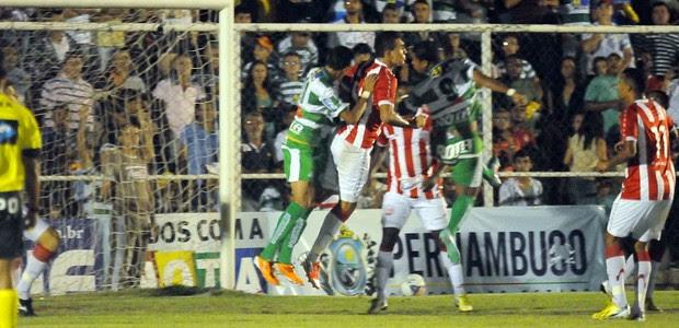 Náutico passa susto, mas vence Belo Jardim e fica com título do 1º turno (Aldo Carneiro / Pernambuco Press)