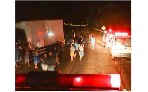Laranjeiras - Três caminhões se envolvem em acidente na BR 277