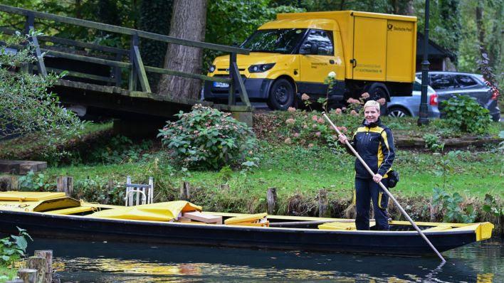 Kahnsaison beendet: Postzustellung im Spreewald in diesem Winter erstmals per Elektroauto