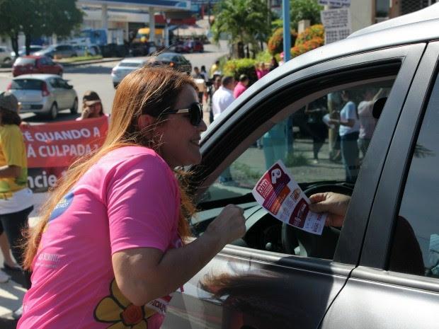 Ação contou com entrega de materiais educativos sobre o tema (Foto: Jamile Alves/G1 AM)