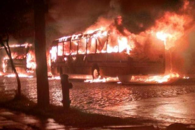 Polícia prende dois suspeitos de incendiar ônibus e lotação em dezembro em Porto Alegre Gabriel Moura/Divulgação